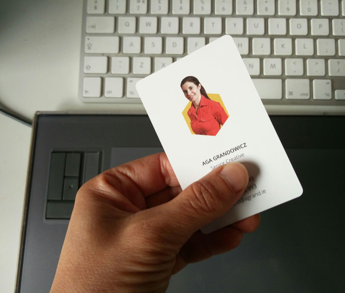 6 reasons for putting your LinkedIn photo on your business card.